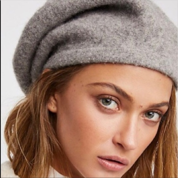 32e6370cb9019 Free People Accessories - Free people bisous slouchy beret